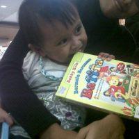 .: Sebaik-baik teman duduk pada setiap waktu adalah buku :.