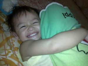 senyum ala bocah aktif